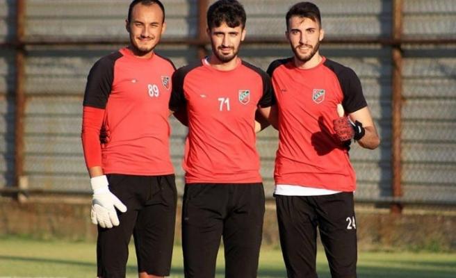 Karşıyaka'da Mehmet eldivenleri kaptı