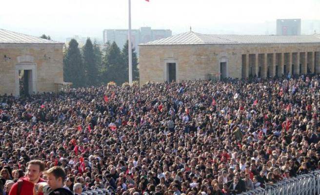 Türkiye, Anıtkabir'e akın etti: Adım atacak yer kalması