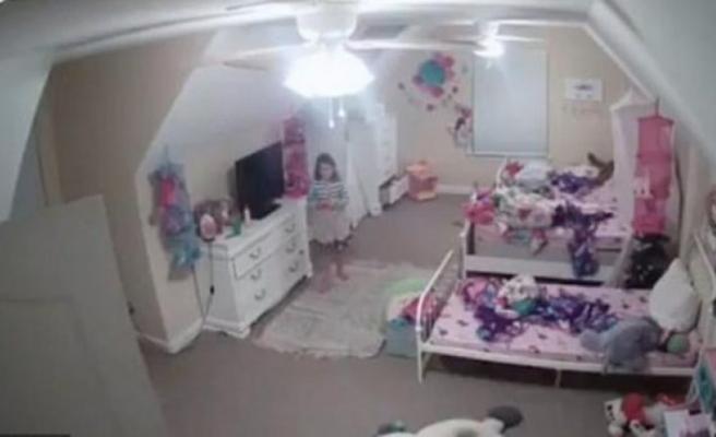 Aileler dikkat! Küçük kız bebek kamerasında dehşeti yaşadı