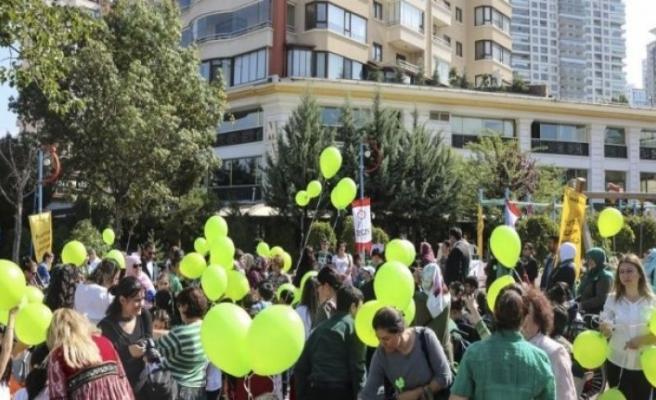 Engelliler taleplerini balonlarla gökyüzüne bıraktı