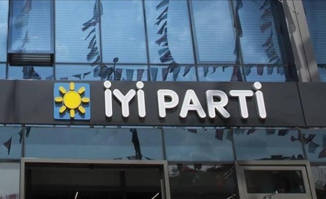 İYİ Partili belediye başkanı AKP'ye geçti