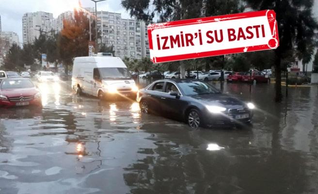İzmir'de sağanak ve lodos; yollar göle döndü, binalara su doldu