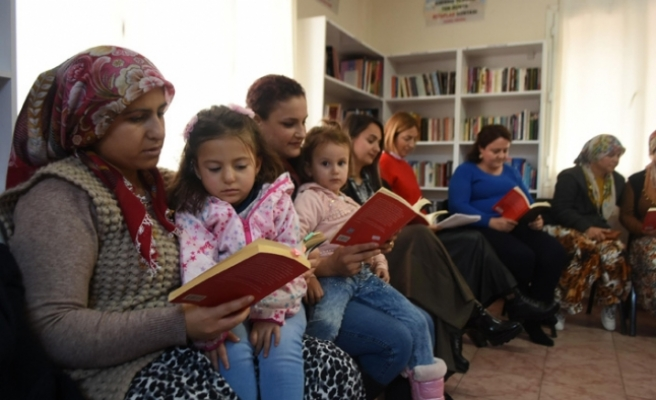 Menemenli kadınlar kitapla buluştu