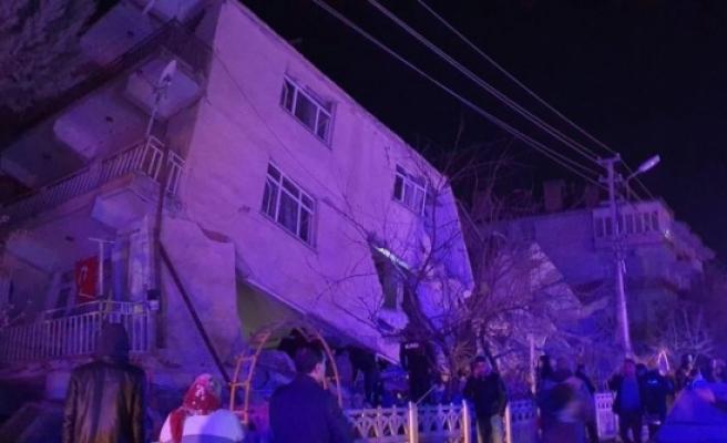 Deprem kabusu sürüyor: Elazığ'da 6,8 büyüklüğünde deprem