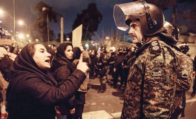 İran'da rejim kuşatma altında