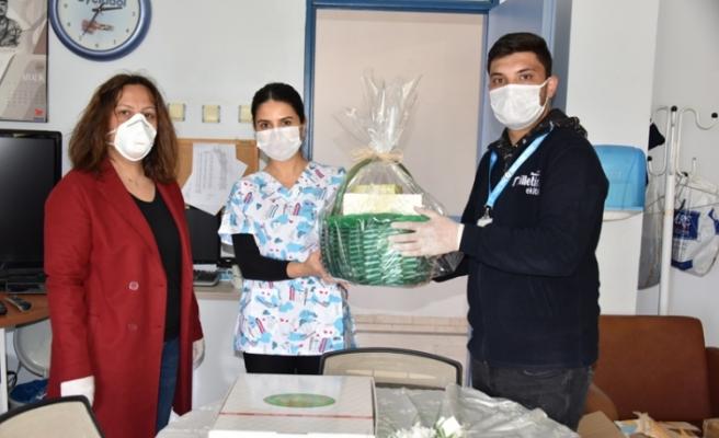 Aliağa Belediyesi'nden sağlık çalışanlarına destek ziyareti
