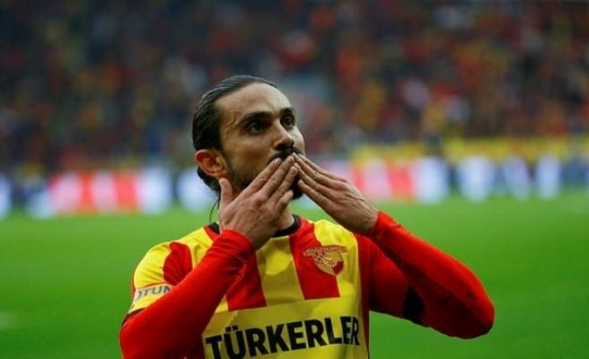 """Göztepeli futbolcu Halil Akbunar'dan """"evde kal"""" çağrısı"""