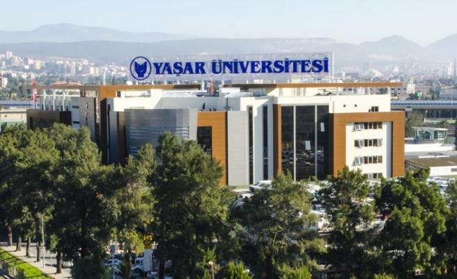 Yaşar Üniversitesi'nden sağlık çalışanlarına koruyucu yüz siperi