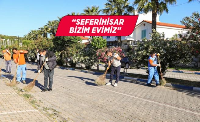 Başkan Yetişkin, Seferihisar sokaklarında bayram temizliği yaptı