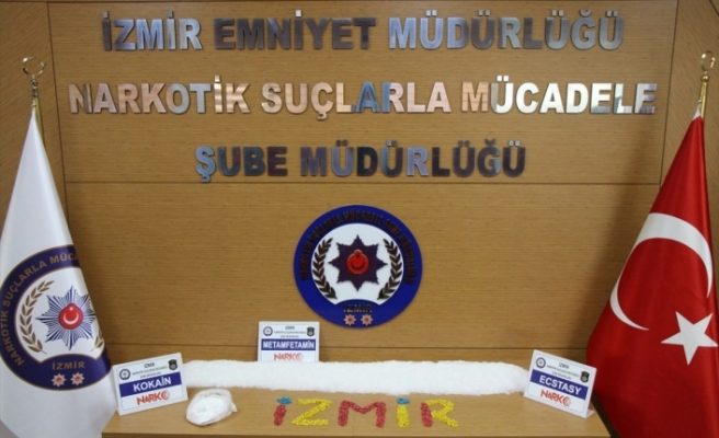 İzmir'de kamyonda sentetik uyuşturucu ele geçirildi
