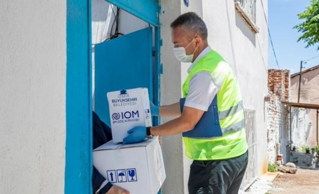 İzmir'deki mültecilere hijyen ve gıda paketi desteği