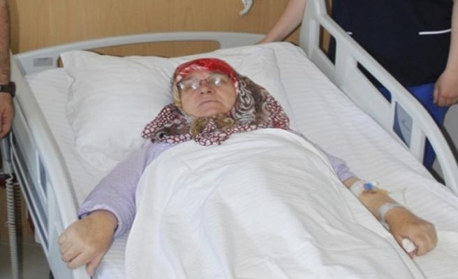 Karın ağrısıyla hastaneye başvuran kadından 5,5 kilogram...