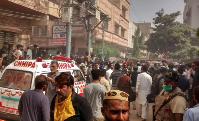 Pakistan'da yolcu uçağı düştü
