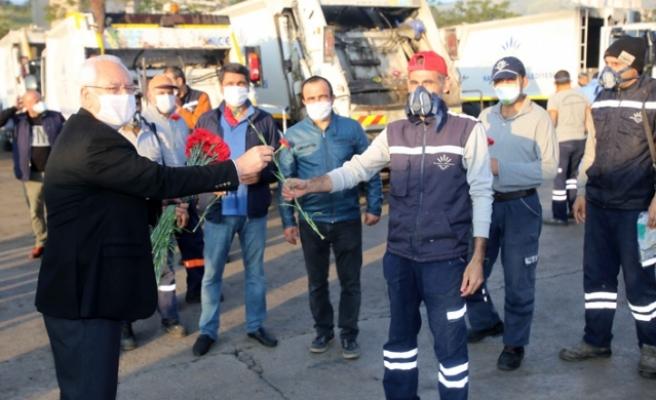 Selvitopu 1 Mayıs'ı emekçilerle kutladı