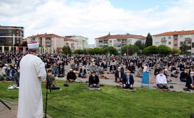 Uşak'ta Cuma namazı, salgın sonrası ilk kez kılındı