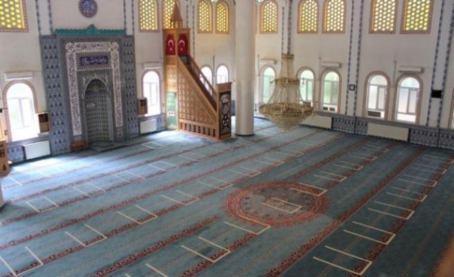 Uşak'taki camiler, cemaatle buluşma için hazır