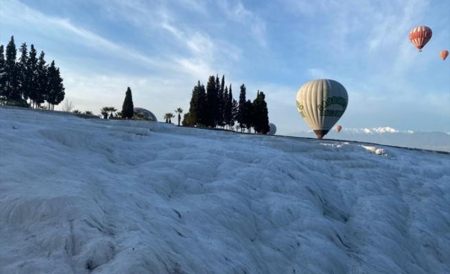 """Balonlar """"beyaz cennetin"""" üzerinde uçmak için gün sayıyor"""
