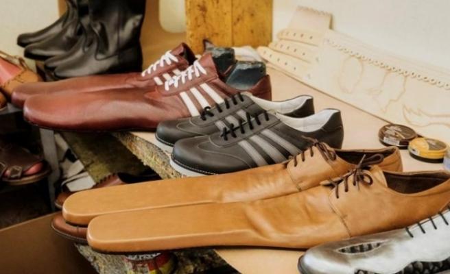 Yeni trend sosyal mesafe ayakkabısı