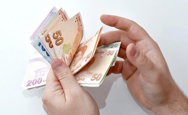 Bankadan çektiği 30 bin lira arabasından çalındı