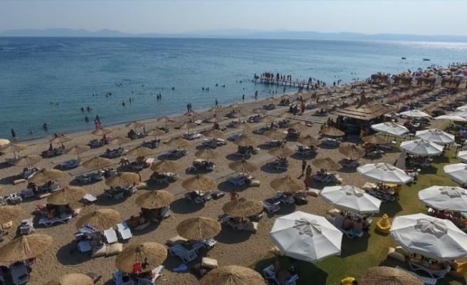 Ayvalık plajlarına bayram tatilinde yoğun ilgi