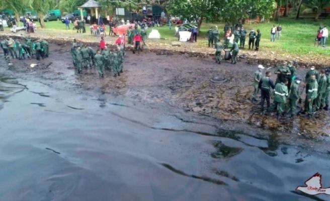 Cennet adasında çevre felaketi: Kapkara oldu