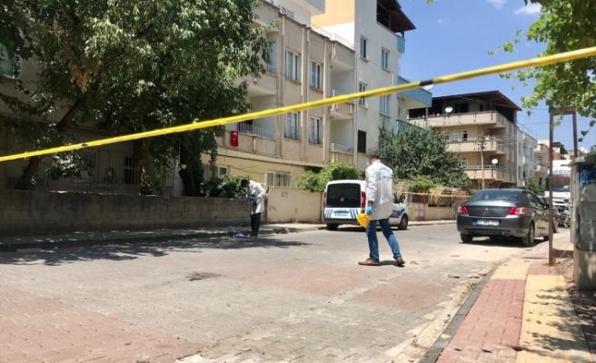 Gaziantep'te kiracı, ev sahibi ve oğlunu yaraladı