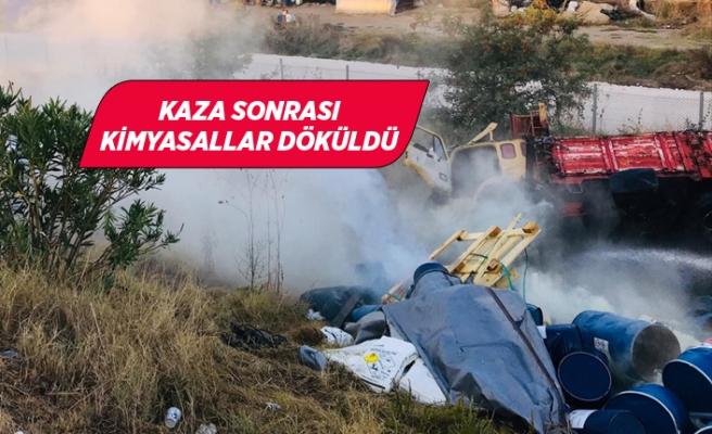 İzmir'de trafik kazası sonrası kimyasal döküldü
