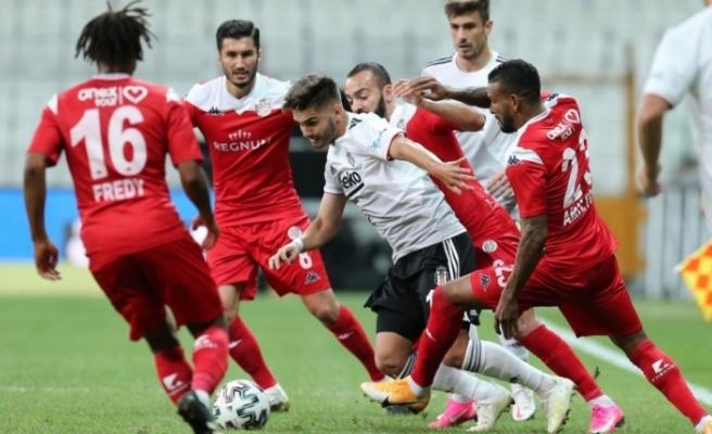 Beşiktaş'a evinde 85'inci dakikada Antalyaspor şoku