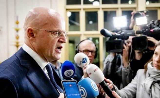 Hollandalı bakana 390 euroluk corona virüscezası