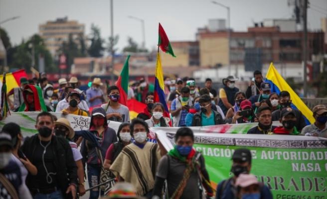 Bogota'ya gelen yerli topluluklar yürüyüş düzenledi