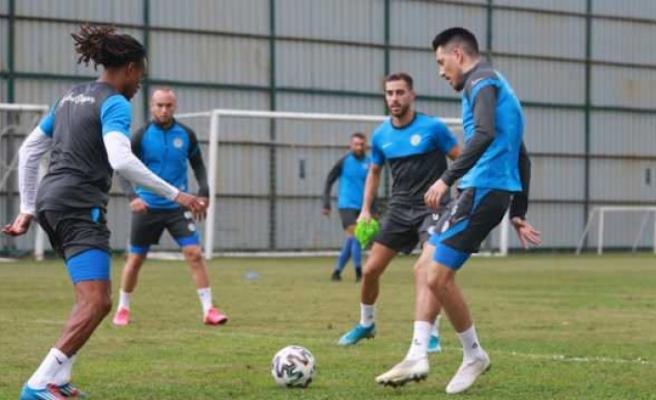 Çaykur Rizespor'da 2 futbolcunun Kovid-19 testi pozitif çıktı