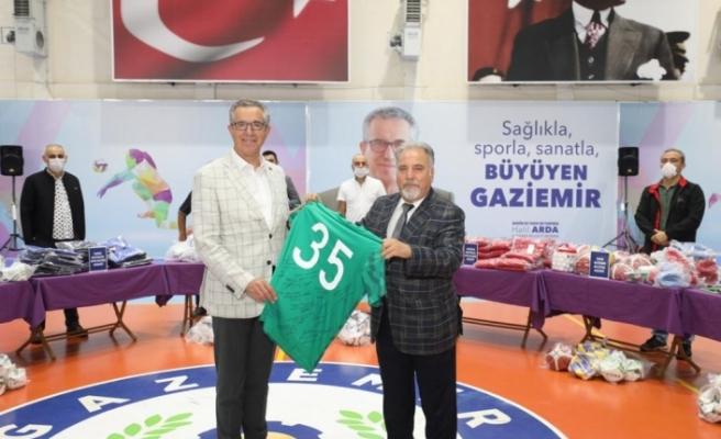 Gaziemir Belediyesi'nden amatör spor kulüplerine malzeme desteği