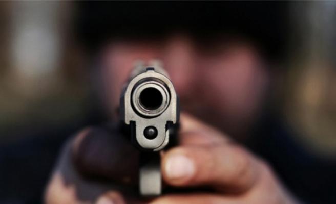 İzmir'de akrabalar arasında kanlı kavga! Tek suçları yoldan geçmekti...