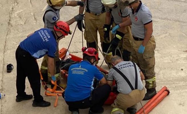 Karabağlar'da dereye düşen kişiyi itfaiye ekipleri kurtardı