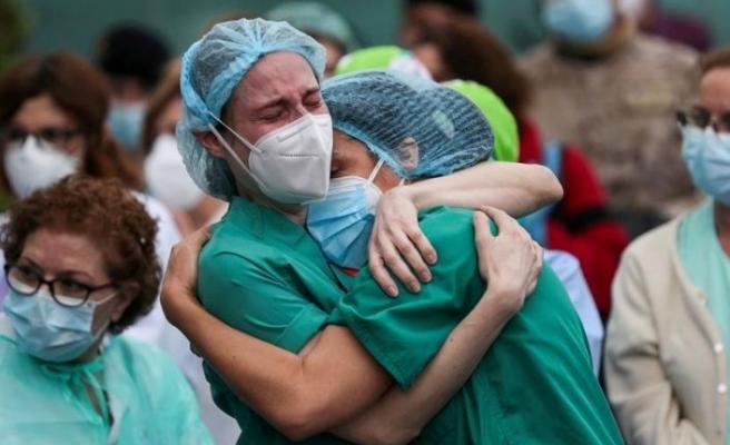 Pfizer'ın Covid-19 aşısı olan sağlık çalışanı 10 dakikada fenalaştı