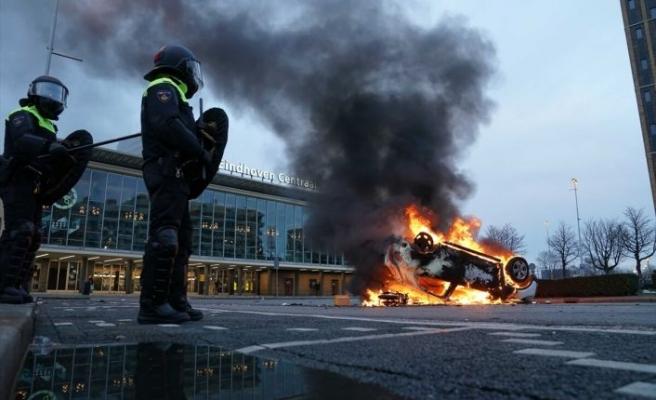 Hollanda'da Kovid-19 önlemlerine karşı gösterilere polis müdahale etti