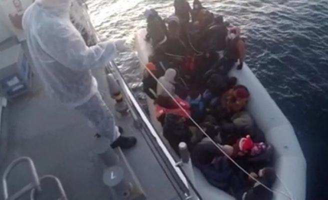 İzmir açıklarında 32 kaçak göçmen kurtarıldı