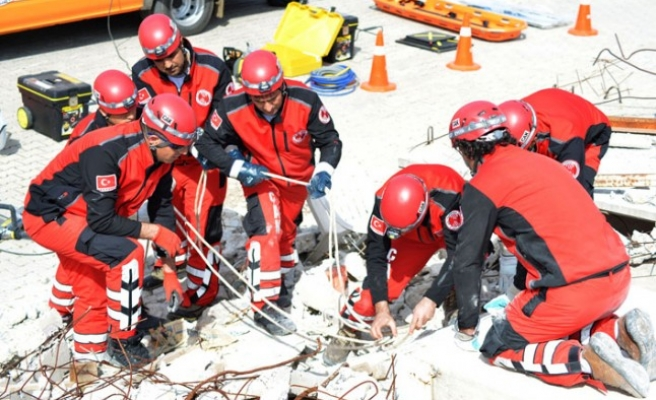 Çiğli'de mahalle arama ve kurtarma ekipleri kuruluyor