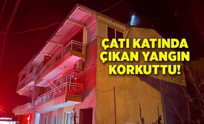 İzmir'de bir binanın çatı katında çıkan yangın korkuttu