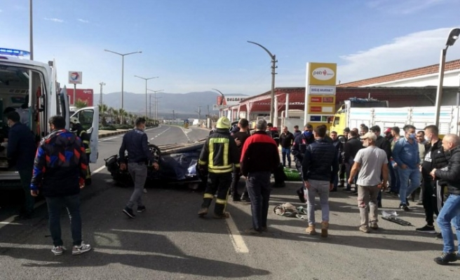Kavşakta 2 otomobil çarpıştı: 2'si ağır 5 yaralı