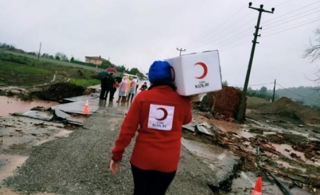 Kızılay İzmir sel mağdurlarının yanında