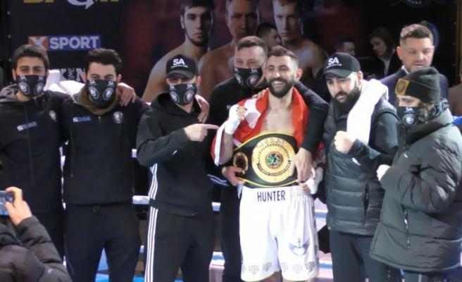 Türk boksör Ukrayna'da altın kemer kazandı