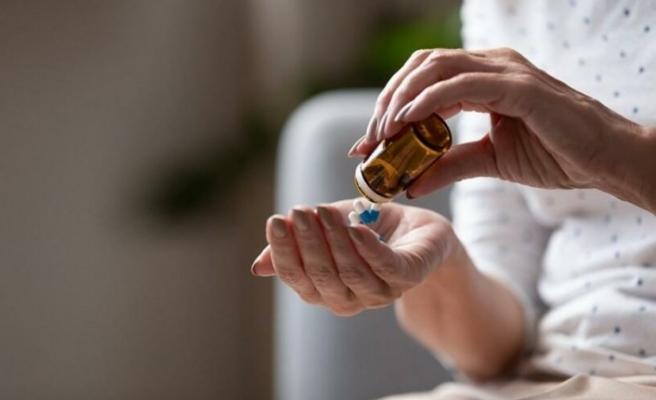 'Bilinçsiz antibiyotik kullanımı Covid-19'u ağırlaştırabilir'