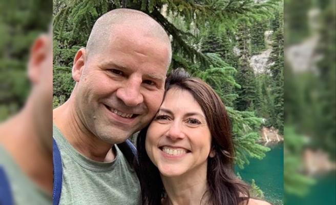 Jeff Bezos'tan boşanan Scott, öğretmeniyle evlendi