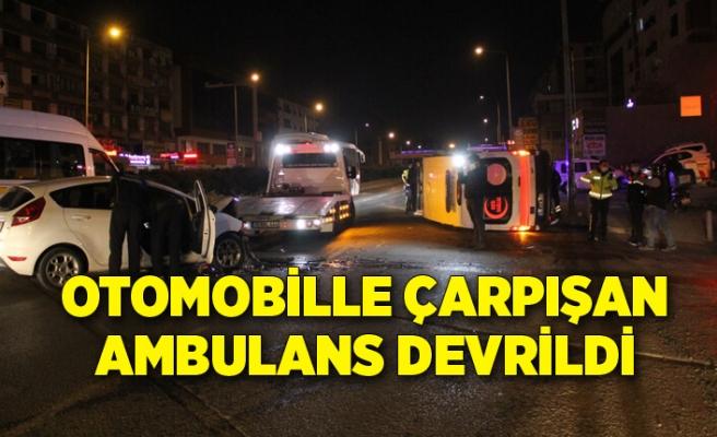 Otomobille çarpışan ambulans devrildi