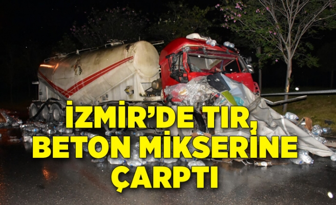 İzmir'de TIR, park halindeki beton mikserine çarptı