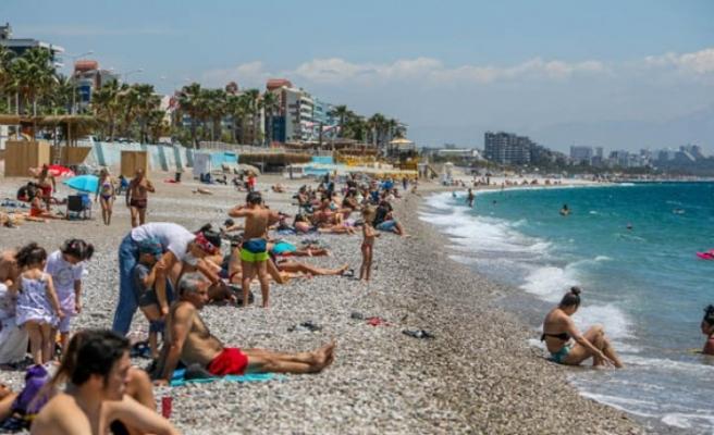 Antalyalılar sahile akın etti