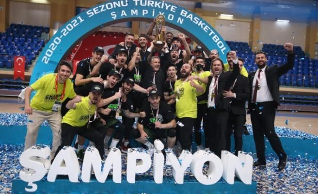 Şampiyon Merkezfendi Belediyesi Denizli Basket kupasına kavuştu