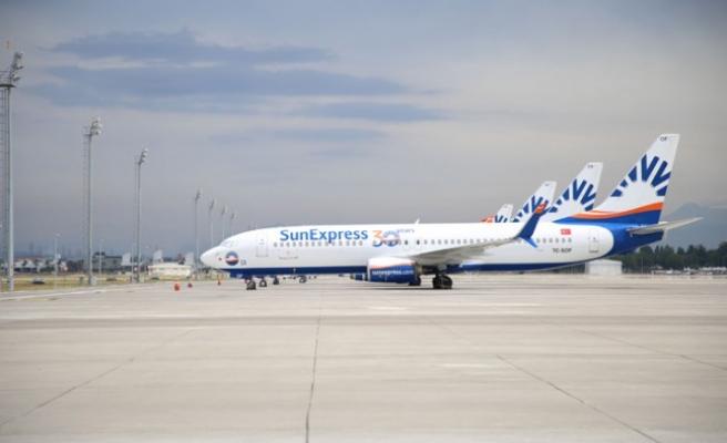SunExpress, zorunlu seyahatlerde İzmir halkının yanında