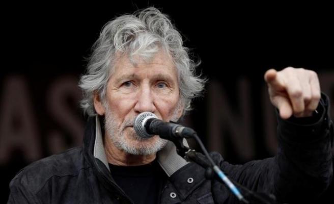 Roger Waters, sosyal medya devini topa tuttu